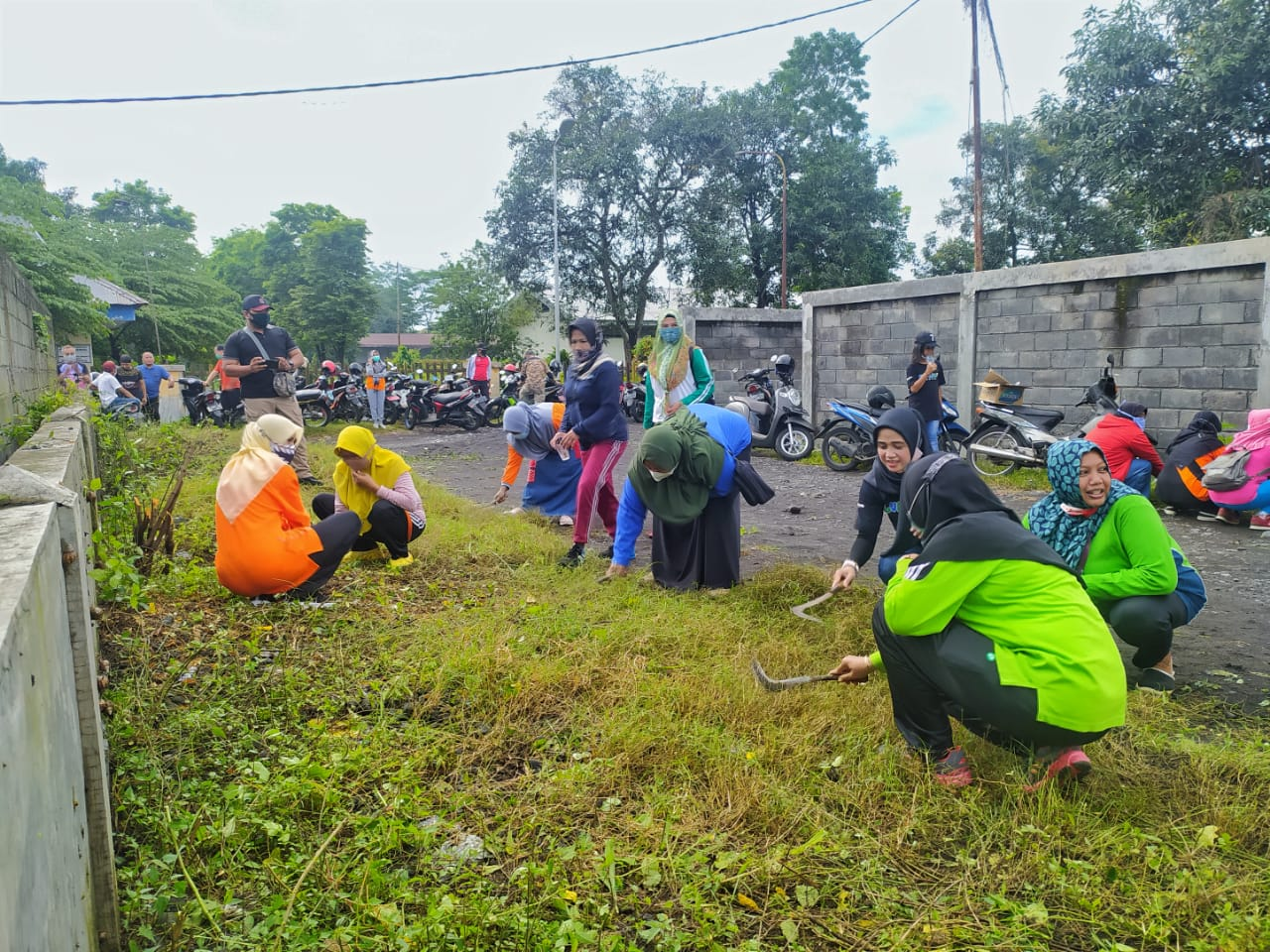 Jaga Kebersihan Lingkungan, Warga di Kawasan Eks Lokalisasi Lakukan Kerja Bakti