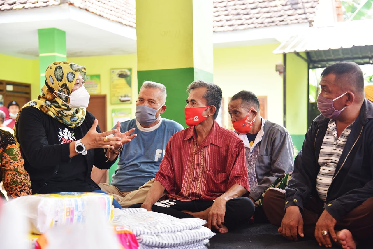 Forum PUSPA Lumajang Berikan Trauma Healing untuk Kembalikan Senyuman dan Keberanian Korban Pasca Bencana
