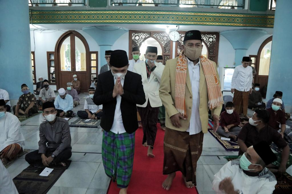 Bupati bersama Forkopimda Sholat Ied di Masjid Agung Anas Machfudz