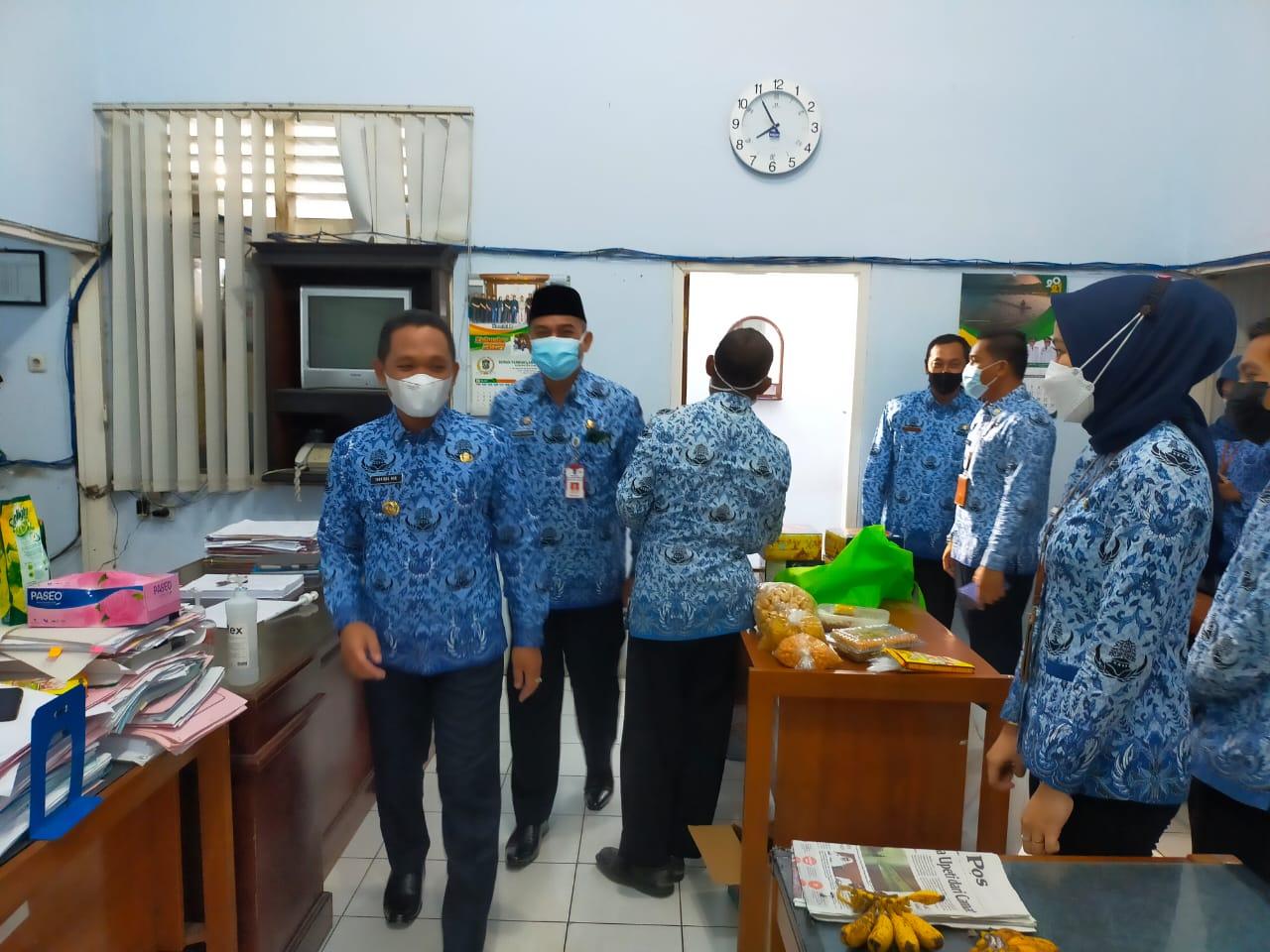 Hari Pertama Masuk Kerja, Bupati dan Wakil Bupati Keliling Kantor PD