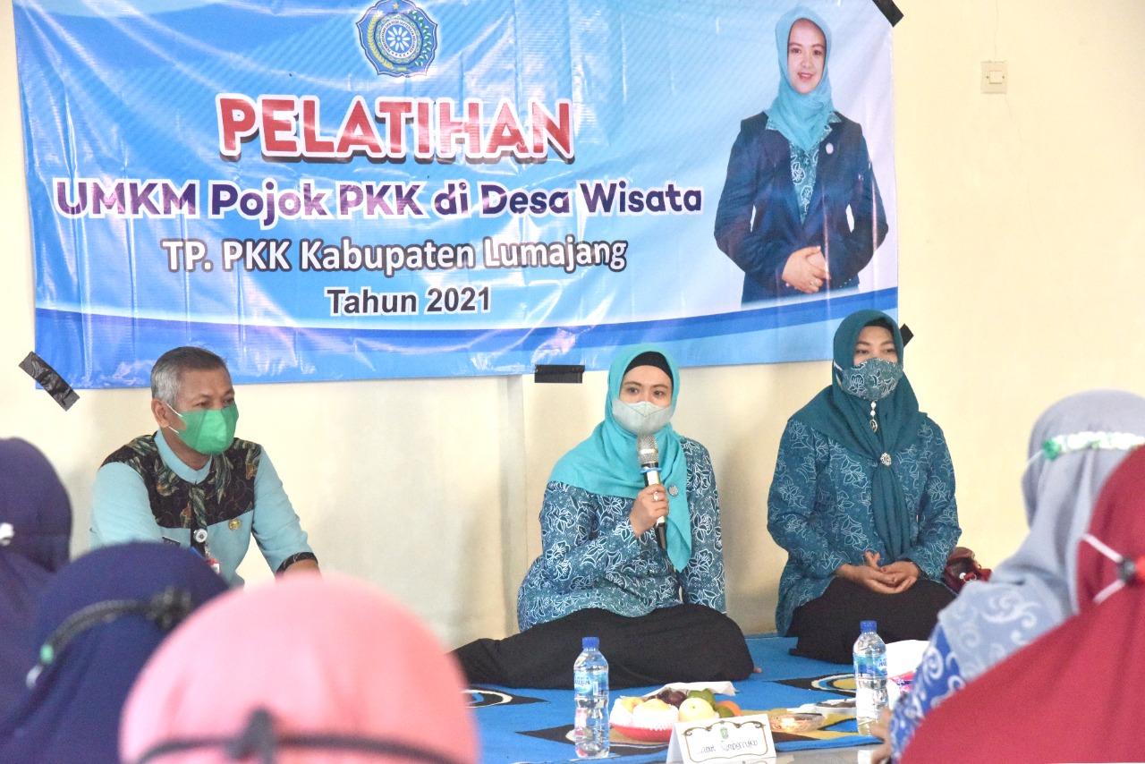 Ketua TP PKK Kabupaten Lumajang Buka Pelatihan Desain Batik di Kampung Anggur